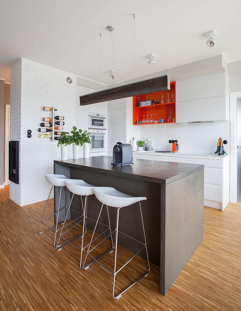 stolik kuchenny z ekspresem