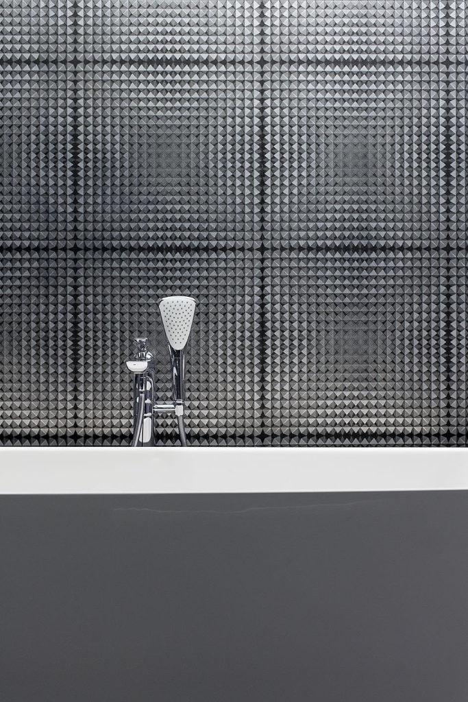 ściana oddzielająca wannę